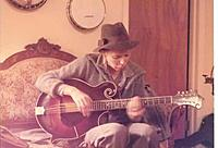 Click image for larger version.  Name:Joni Mitchell With Mandocello 2.jpg Views:8708 Size:13.7 KB ID:124803