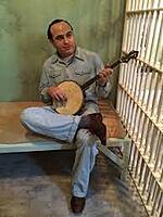 Click image for larger version.  Name:al capone banjo.jpg Views:63 Size:8.3 KB ID:191637