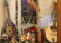 Click image for larger version.  Name:Music Store in Salzburg.jpg Views:375 Size:65.8 KB ID:110809