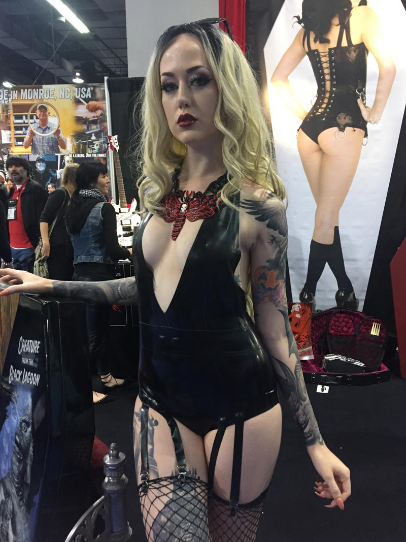 Name:  coffincasegirl.jpg Views: 4605 Size:  124.0 KB