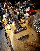 Click image for larger version.  Name:Yaron Naor electric mandolin.jpg Views:93 Size:130.5 KB ID:151425