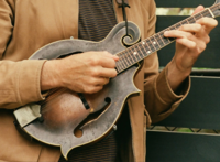 Click image for larger version.  Name:Chris Thile and His Worn & Dirty Loar F-5 Mandolin.png Views:240 Size:4.08 MB ID:194345
