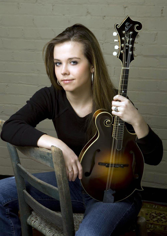 Sierra Hull, mandolin player : - 142.0KB
