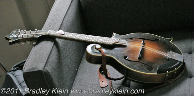Chris Thile's Lloyd Loar mandolin, serial 75316